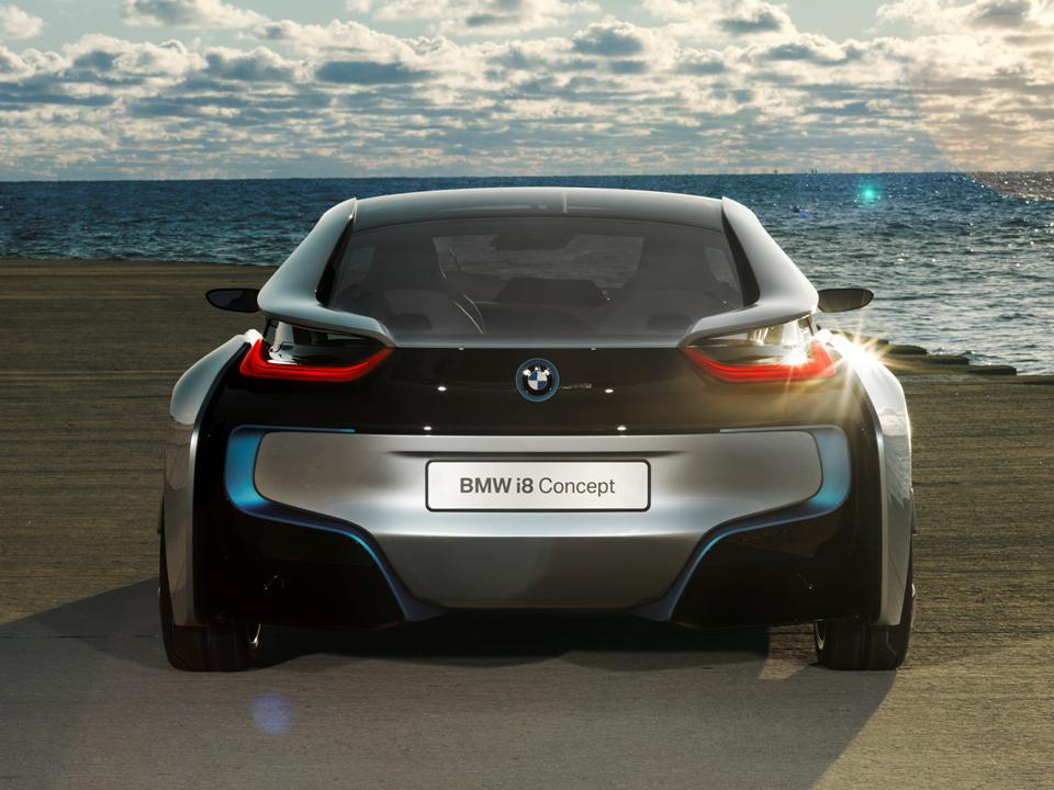 Hybrid Hysteria: 8 Reasons We Love the BMW i8 | Made Man