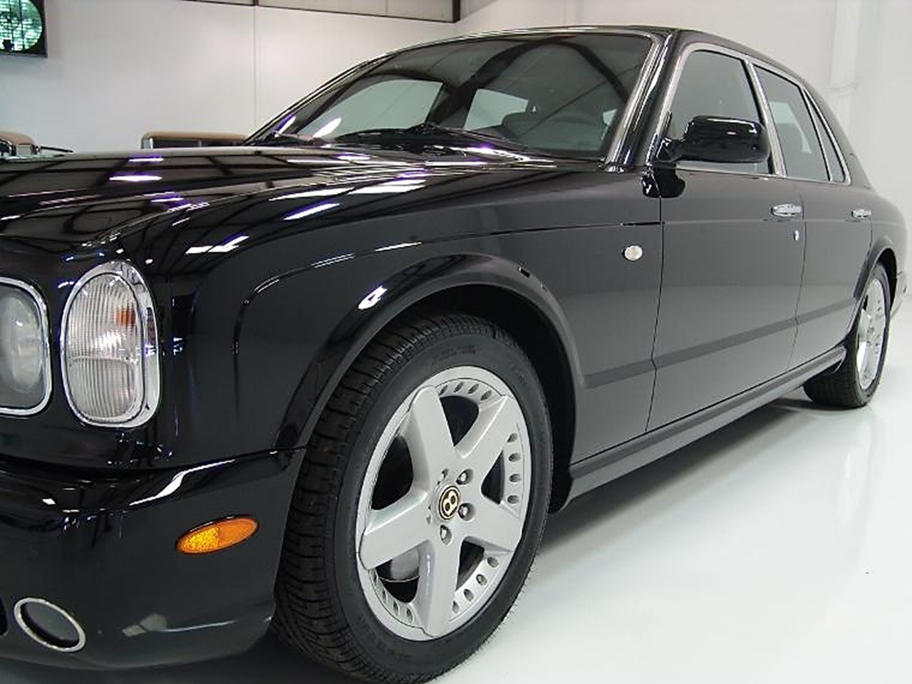 2003 bentley arnage t notoriousluxury the bentley arnage will be known in automotive history as the hatfield vs the mccoy edition this was the end of an erathe last traditional bentley that vanachro Choice Image