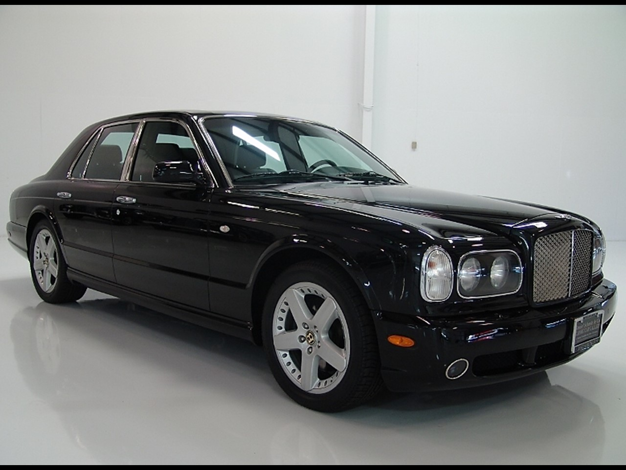 2003 bentley arnage t mulliner notoriousluxury. Black Bedroom Furniture Sets. Home Design Ideas