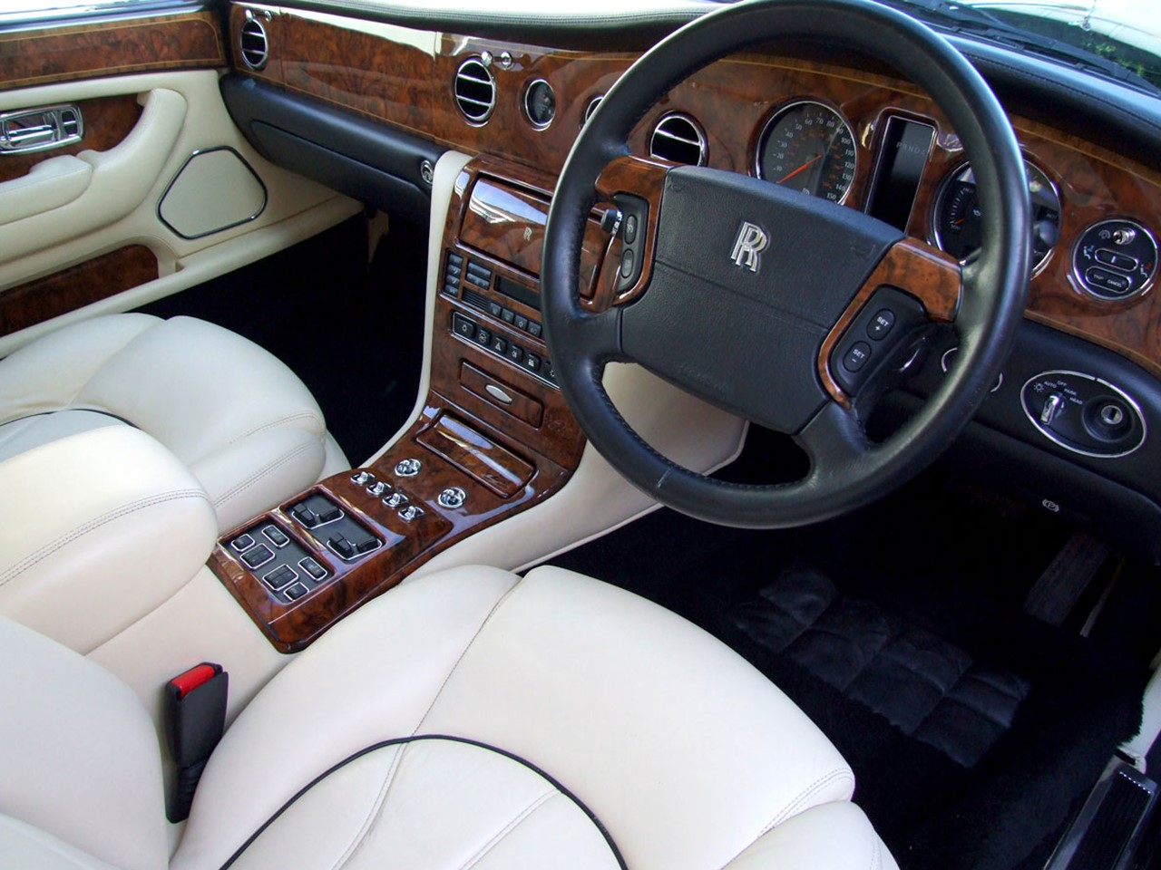 The last dance rolls royce and bentley notoriousluxury the rolls royce silver seraph and the bentley arnage transitioned through a turbulent corporate battle between the vw group and bmw vanachro Choice Image