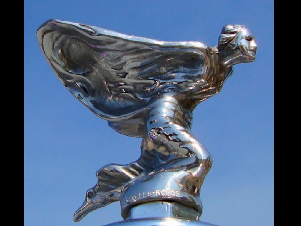 Kneeling version of the spirit of ecstasy, made between 1934 - 1939 and again in 1946 - 1956. It was mounted on most of the Phantom IV radiators, except in units 15 and 18