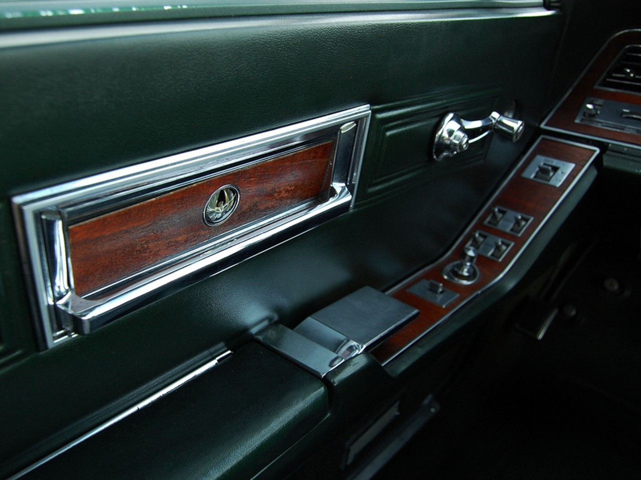 retrospect 1967 chrysler imperial crown notoriousluxury. Black Bedroom Furniture Sets. Home Design Ideas