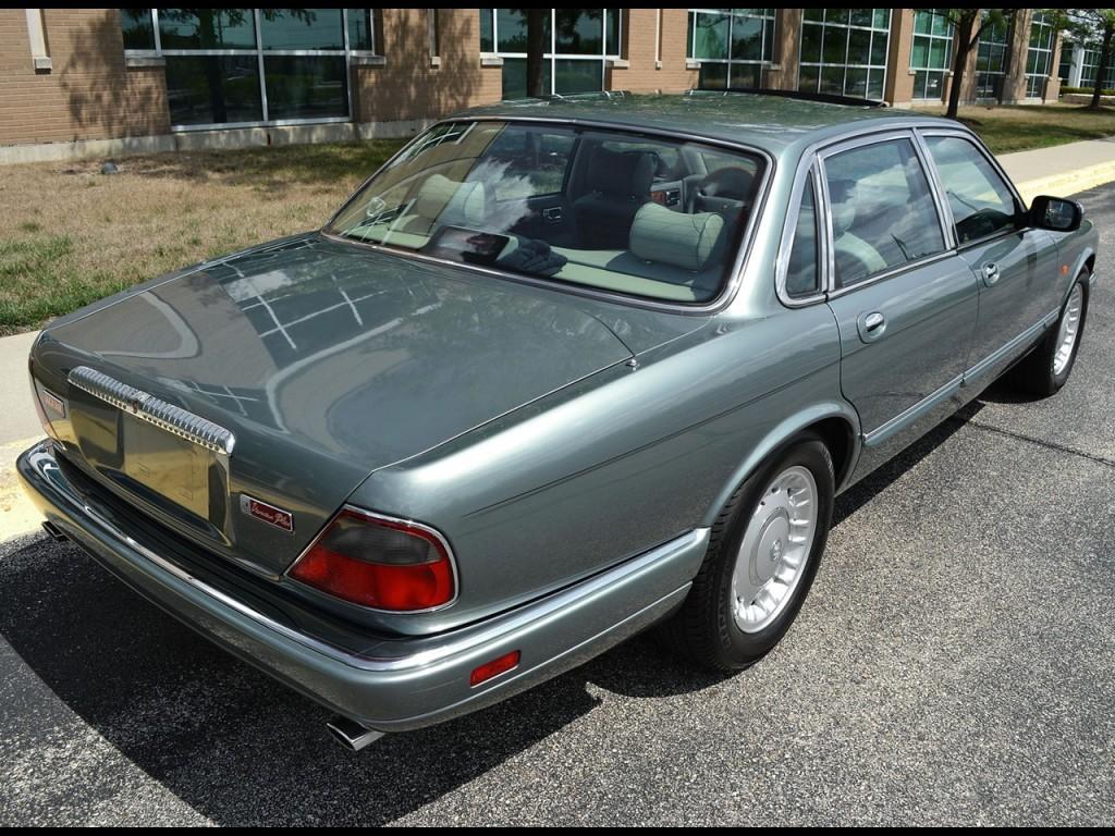 1995 Jaguar Vanden Plas 3