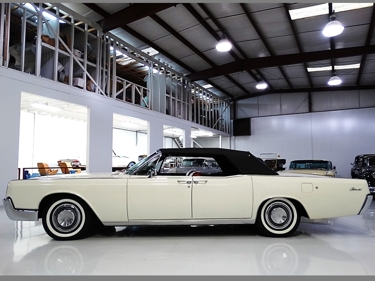 the last of a breed 1967 lincoln continental convertible notoriousluxury. Black Bedroom Furniture Sets. Home Design Ideas