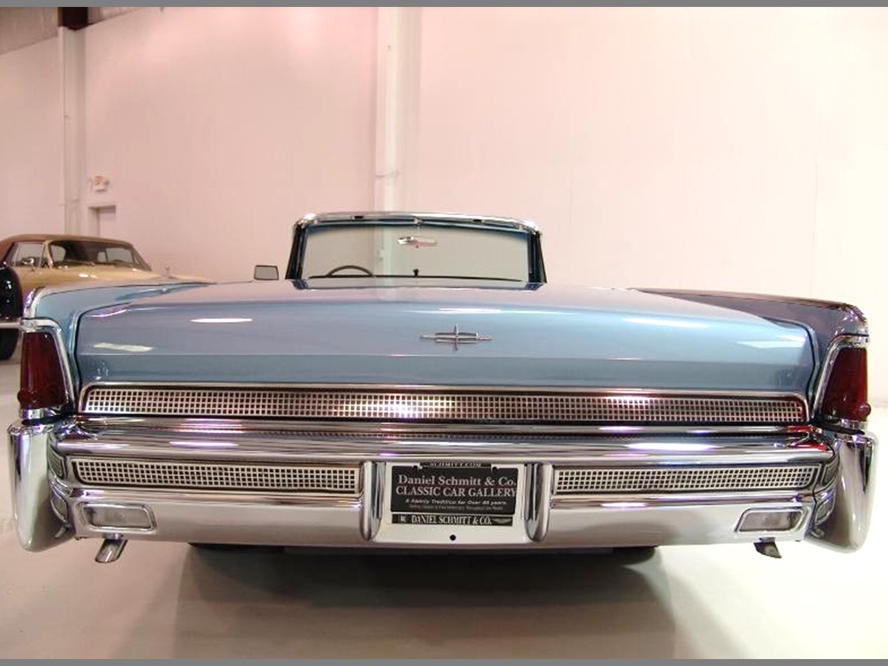 flashback 1964 continental convertible notoriousluxury. Black Bedroom Furniture Sets. Home Design Ideas