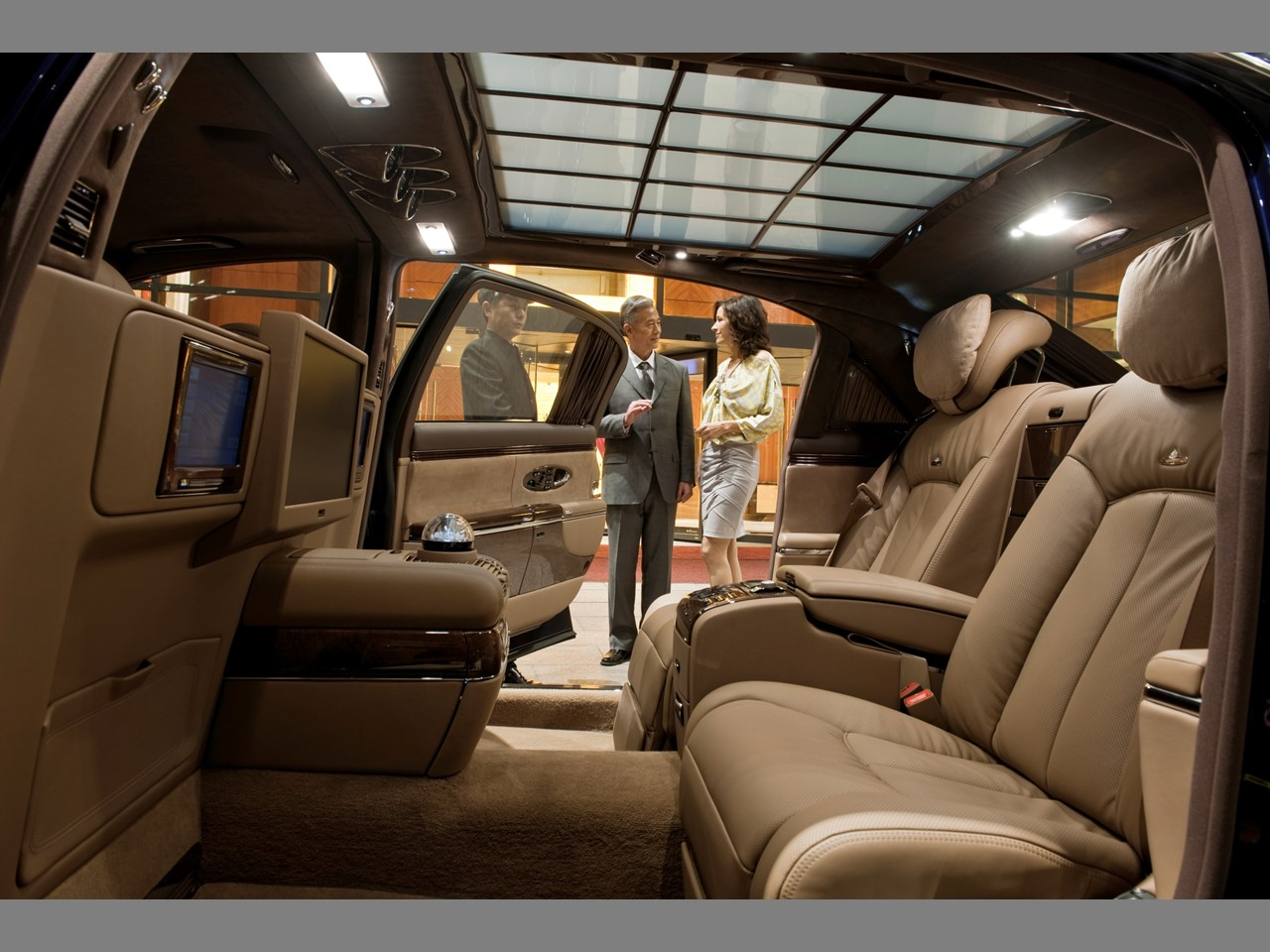 Maybach 62 rear compartment