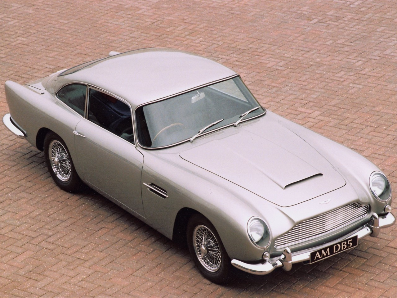 aston martin db5 the ultimate icon notoriousluxury. Black Bedroom Furniture Sets. Home Design Ideas