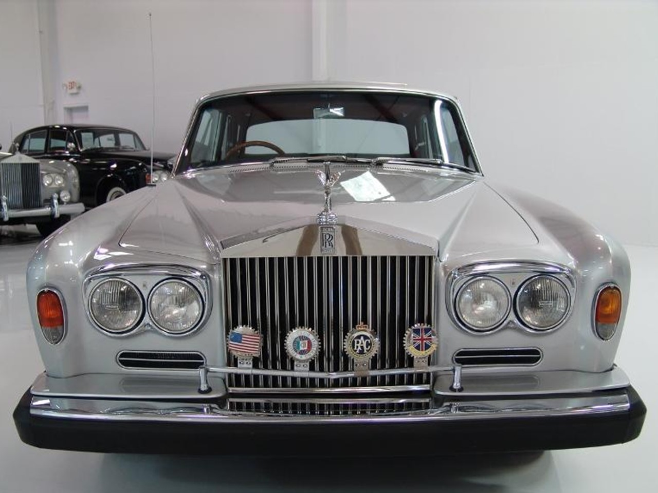 1966 silver shadow james young 4?w=450 rolls royce notoriousluxury rolls royce silver shadow fuse box location at gsmx.co
