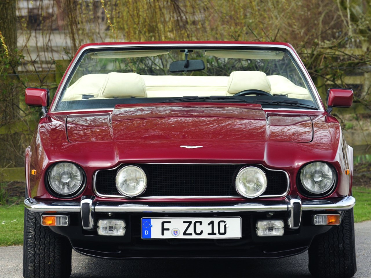 aston martin v8 vantage 1985. the series five v8 vantage volante convertible was introduced in 1986 at new york international auto show and built until 1989. aston martin 1985