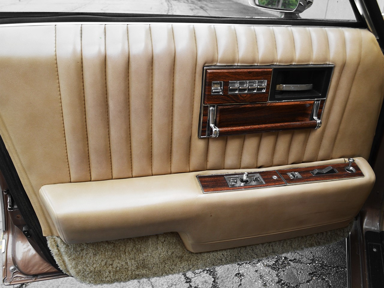 1976 Cadillac Seville 39