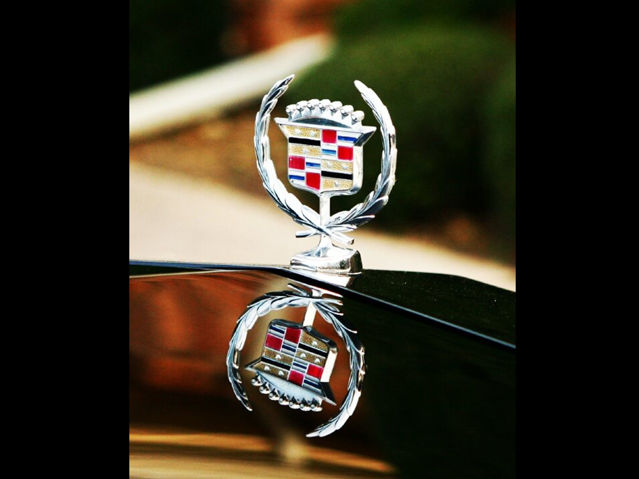 Cadillac Wreath and Crest