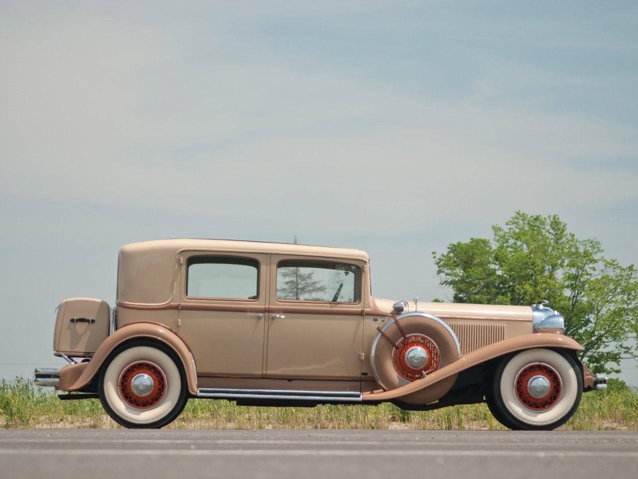 1931 Chrysler Imperial sedan 2