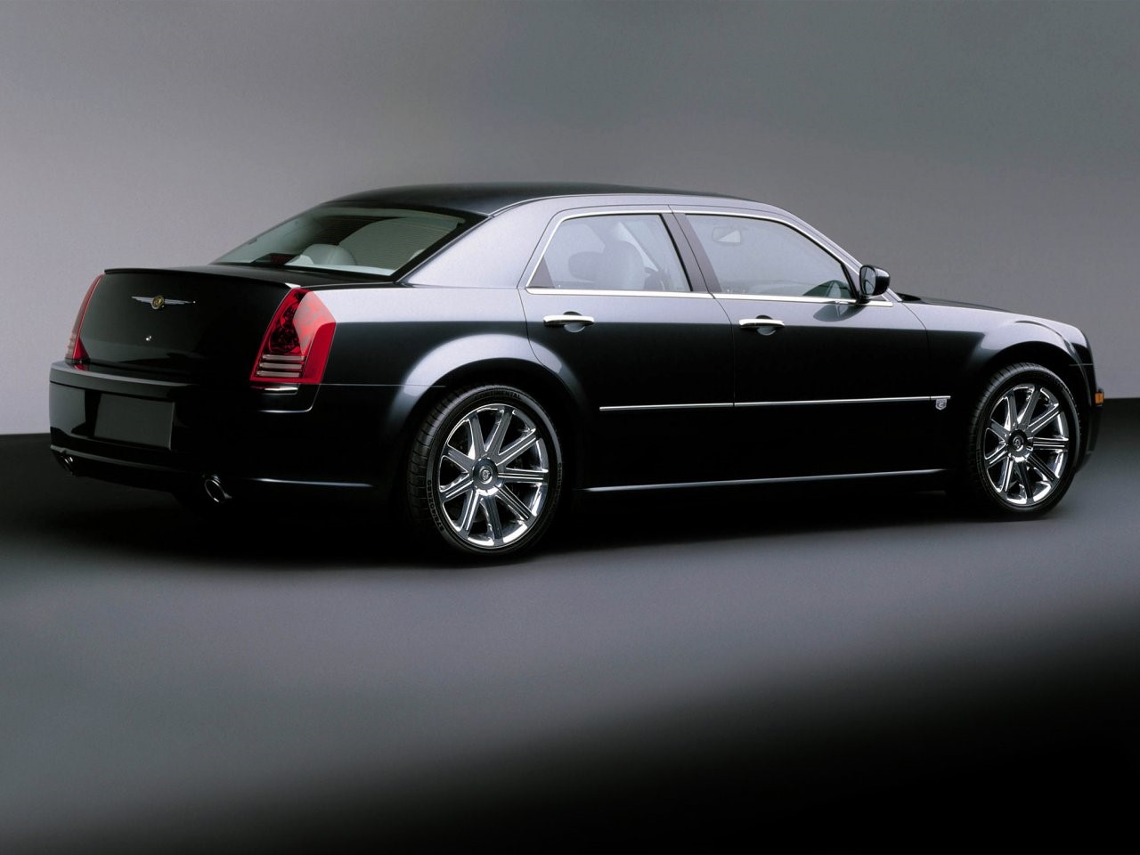 2003 Chrysler 300C concept 7