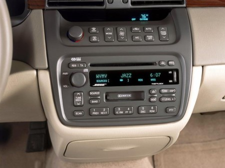 2002 Cadillac DeVille 4