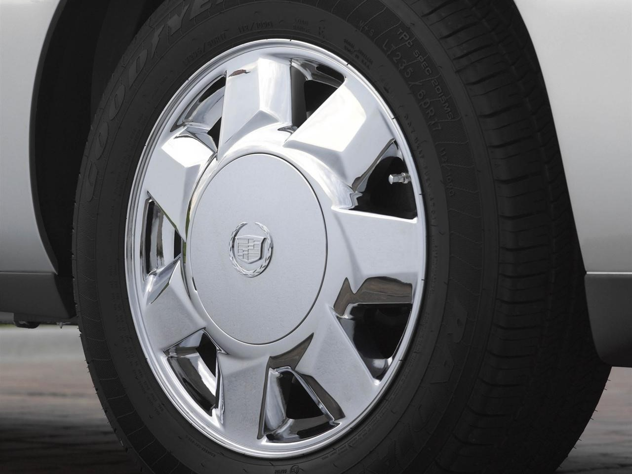 7-spoke aluminum wheels
