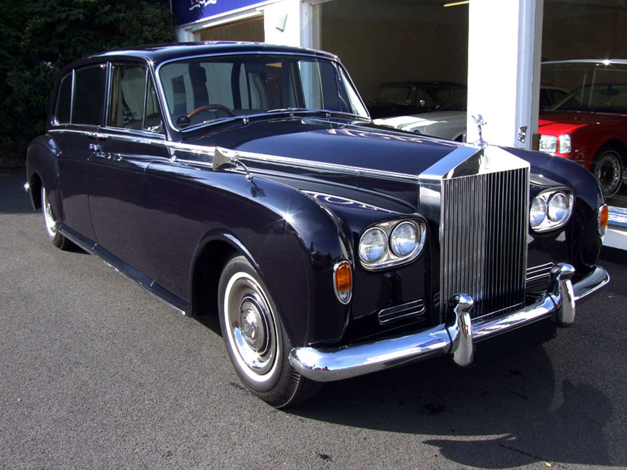 rolls royce silver spur notoriousluxury. Black Bedroom Furniture Sets. Home Design Ideas